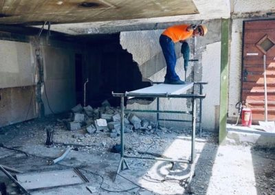 Démontage complet du bar et suppression du mur de l'ancien escalier